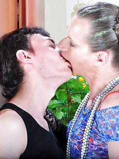 Gay Kissing Porn